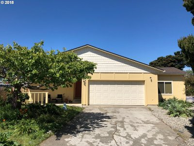 Bandon Single Family Home For Sale: 896 9th St SW
