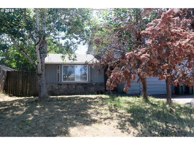 Springfield Multi Family Home For Sale: 755 W Quinalt St
