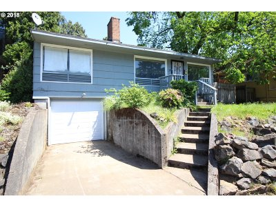Single Family Home For Sale: 7125 N Willamette Blvd