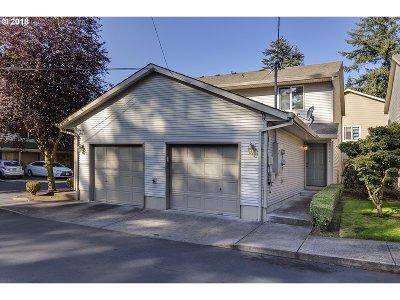Portland Condo/Townhouse For Sale: 12028 SE Bush St #A