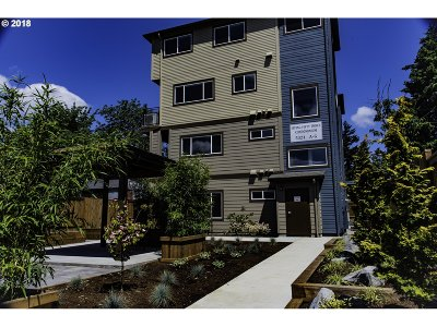 Condo/Townhouse For Sale: 5321 NE Irving St #F