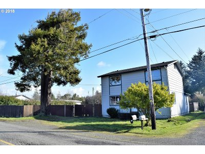 Coos Bay Single Family Home For Sale: 90790 Travis Ln