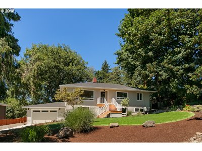 Single Family Home For Sale: 901 SW Maplecrest Ct