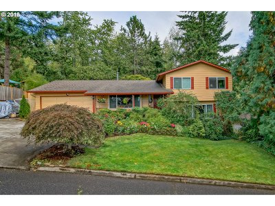 Estacada Single Family Home For Sale: 300 SE Ginseng Dr