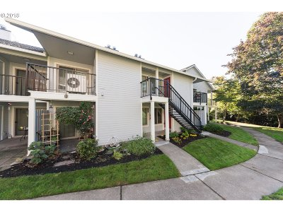 Lake Oswego Condo/Townhouse For Sale: 86 Kingsgate Rd #A104
