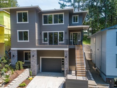 Portland Single Family Home For Sale: 8576 SW 47th Ave