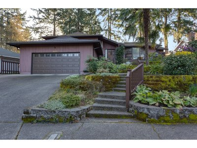 Lake Oswego Single Family Home For Sale: 1612 Highland Dr