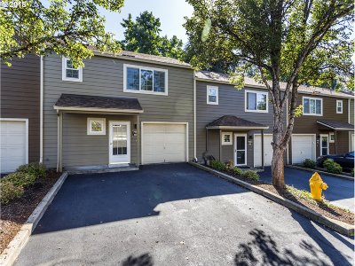 Tualatin Condo/Townhouse For Sale: 7193 SW Sagert St #102