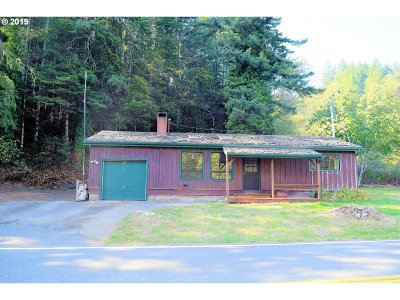 Gold Beach Single Family Home For Sale: 32304 Cedar Valley Rd