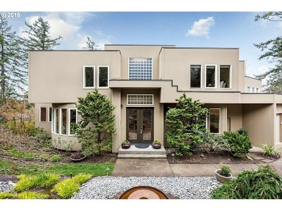 Lake Oswego Single Family Home For Sale: 53 Eagle Crest Dr