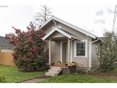 Beaverton Single Family Home For Sale: 4755 SW Pacific Ave