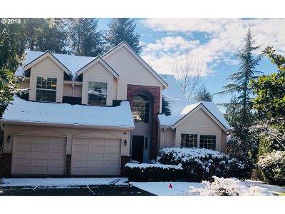 Lake Oswego Single Family Home For Sale: 40 Nova Ct