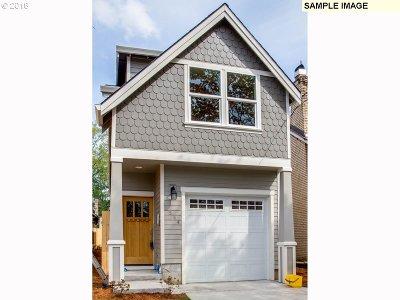 Portland Single Family Home For Sale: 7365 SE Harrison St