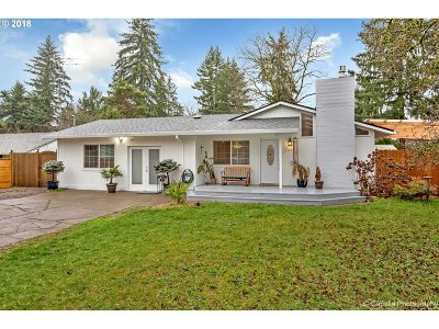 Lake Oswego Single Family Home For Sale: 17927 Belmore Ave