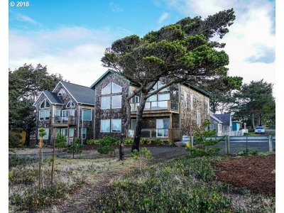 Lincoln City Single Family Home For Sale: 859 SW 8th St