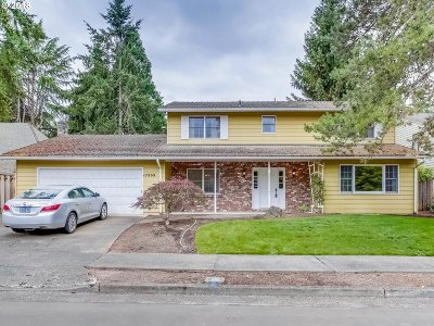 Lake Oswego Single Family Home For Sale: 17869 Lake Haven Dr