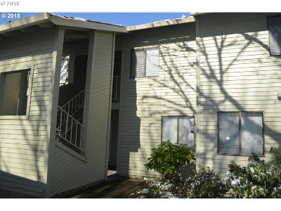 Milwaukie Condo/Townhouse For Sale: 12600 SE Freeman Way #74