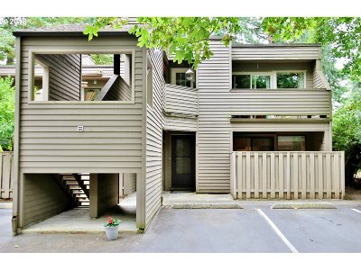 Lake Oswego Condo/Townhouse For Sale: 15938 Quarry Rd #B-4
