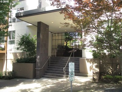 Condo/Townhouse For Sale: 1535 SW Clay St #212