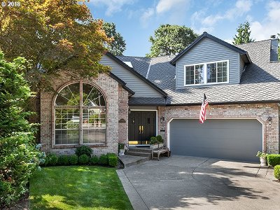 Lake Oswego Single Family Home For Sale: 6044 Clairmont Ct