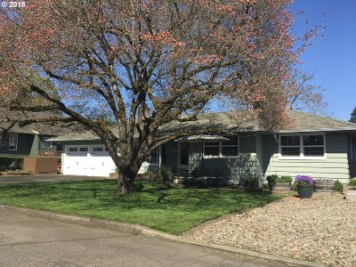 Milwaukie, Gladstone Single Family Home For Sale: 540 E Clarendon St