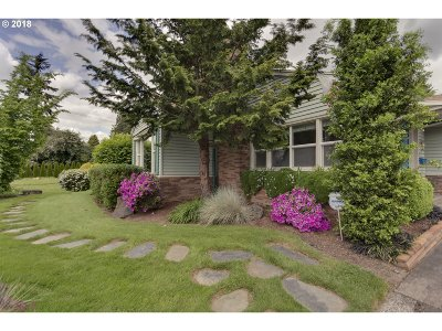 Single Family Home For Sale: 5950 SW Main Ave