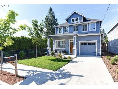 Single Family Home For Sale: 7933 N Courtenay Ave