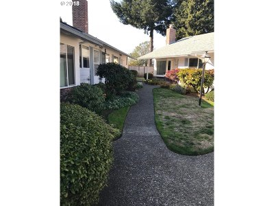 Milwaukie, Clackamas, Happy Valley Condo/Townhouse For Sale: 2427 SE Lake Rd