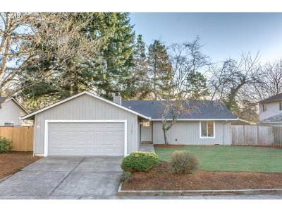 Tigard Single Family Home For Sale: 11367 SW Lakewood Ct