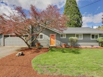 Lake Oswego Single Family Home For Sale: 5835 Carman Dr