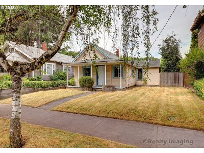 Portland Single Family Home For Sale: 1345 SE Marion St
