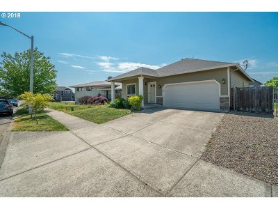Molalla Single Family Home For Sale: 862 Mary Dr