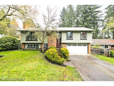 Lake Oswego Single Family Home For Sale: 19200 Redwing Ct
