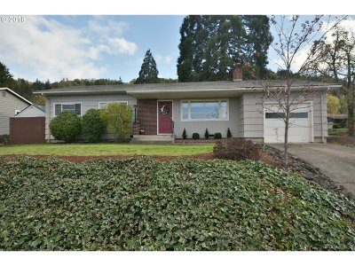 Roseburg Single Family Home For Sale: 2441 W Lorraine Ave