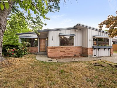 Beaverton Single Family Home For Sale: 5270 SW Franklin Ave