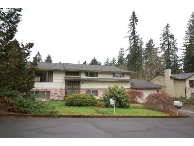 Milwaukie, Clackamas, Happy Valley Single Family Home For Sale: 1330 SE Eastwood Ct