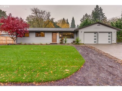 Lake Oswego Single Family Home For Sale: 2050 Wembley Park Rd