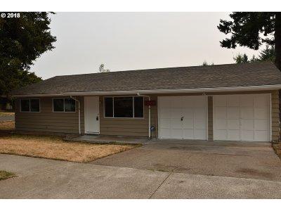 Single Family Home For Sale: 15738 SE Franklin St