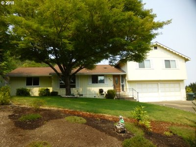 Roseburg Single Family Home For Sale: 904 SE Murray Ct