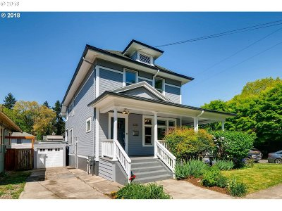 Single Family Home For Sale: 2451 SE Yamhill St