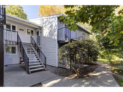 Beaverton Condo/Townhouse For Sale: 5482 SW Alger Ave #F-24