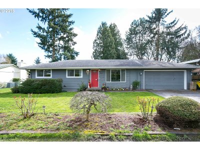 Milwaukie, Clackamas, Happy Valley Single Family Home For Sale: 5802 SE Vest Ln