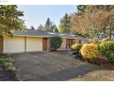 Lake Oswego Single Family Home For Sale: 15085 Glen Eagles Pl