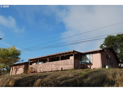 Roseburg Multi Family Home For Sale: 1068 NE Barager Ave