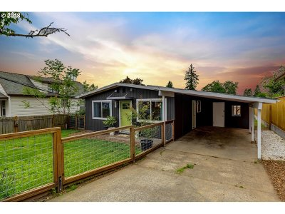 Portland Single Family Home For Sale: 4839 SE 86th Ave