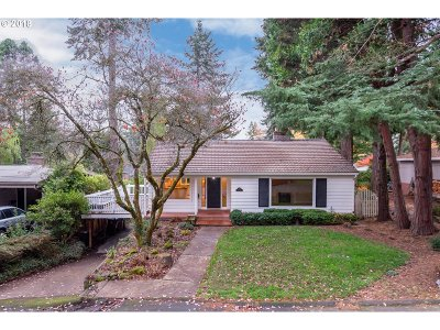 Lake Oswego OR Single Family Home For Sale: $725,000