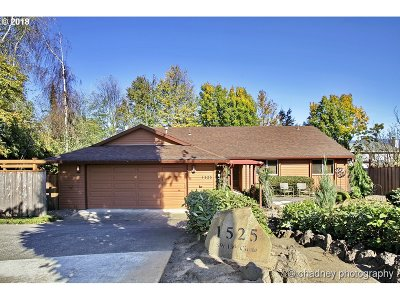 Troutdale Single Family Home For Sale: 1525 SW 13th Cir