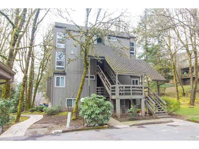 Lake Oswego Condo/Townhouse For Sale: 100 Kerr Pkwy #27