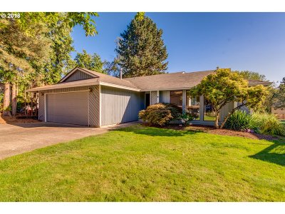 Milwaukie, Clackamas, Happy Valley Single Family Home For Sale: 11579 SE Falbrook Dr