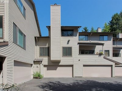 Lake Oswego Condo/Townhouse For Sale: 3101 McNary Pkwy